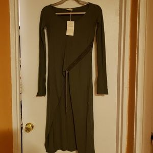 Long shirt with long sleeves, green color,new